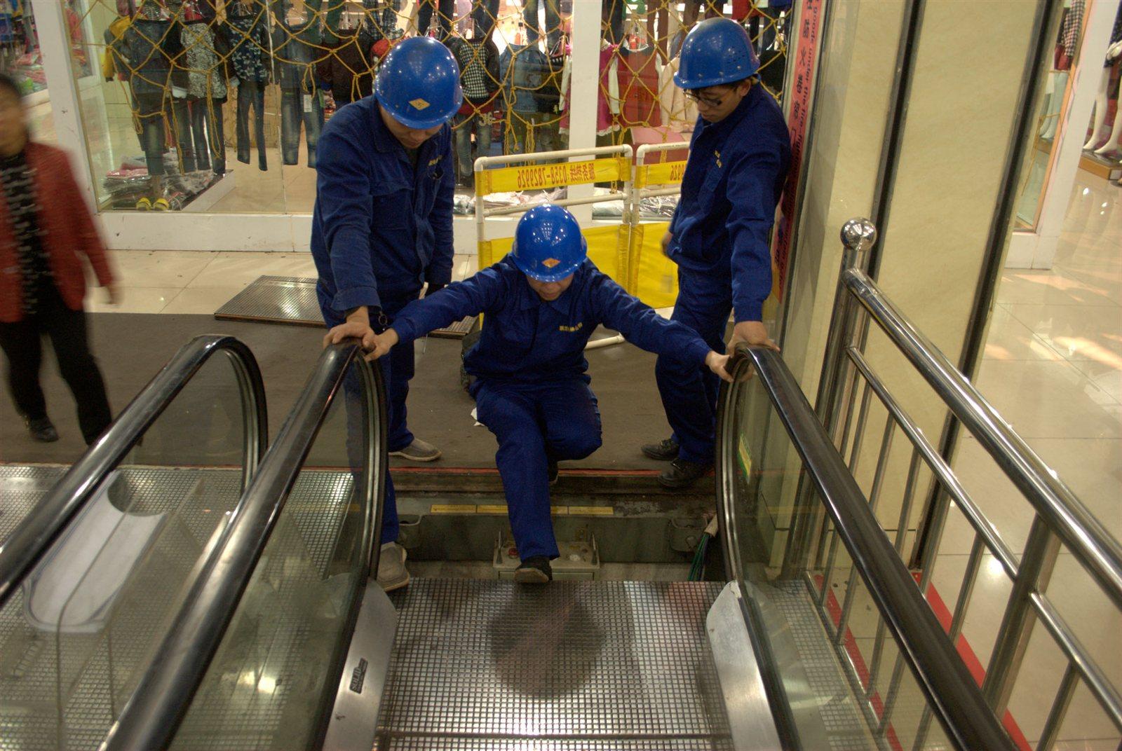 重�c超市乘客�梯�S修