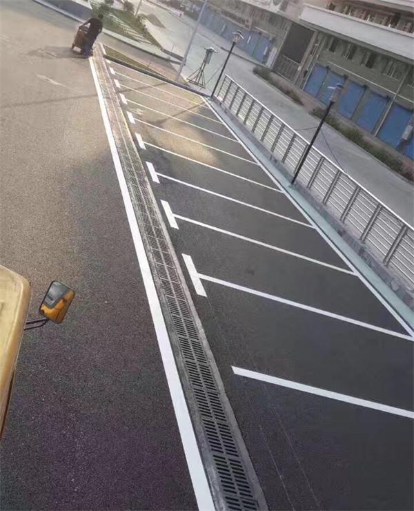 武汉停车位划线