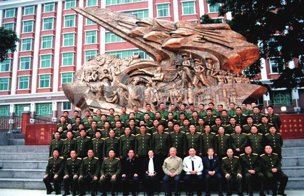 部队人物雕塑