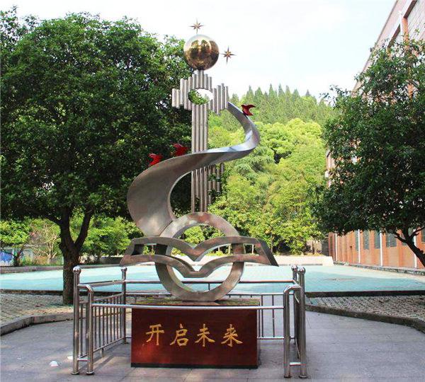 贵阳学校广场雕塑