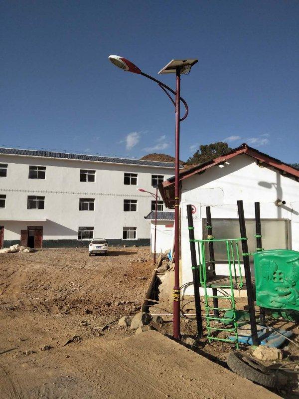 金陽民族特色太陽能路燈5