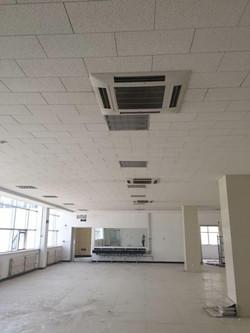 东胜广场A座B座海尔商用大多联室内四面出风嵌入机