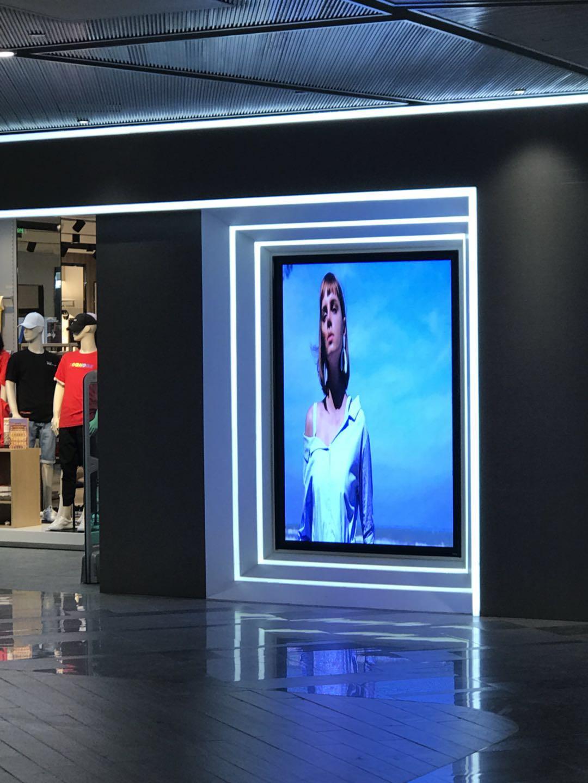 郑州某服装品牌户内P2.5全彩LED屏幕