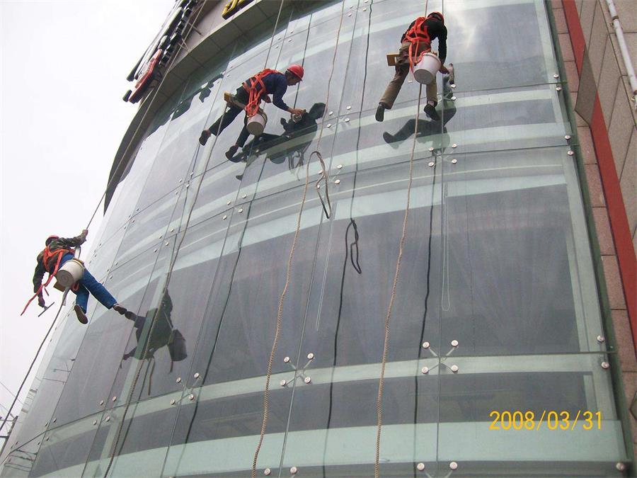 上海松江区大厦外墙清洗去哪能找到|华电高空|大厦外墙清理报价