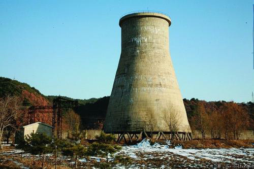 大型冷却塔拆除