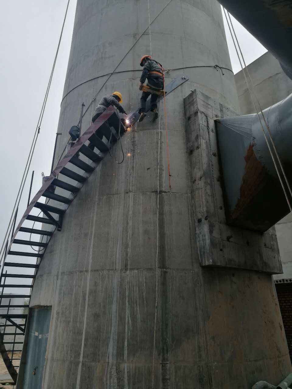 烟囱转梯拆除安装
