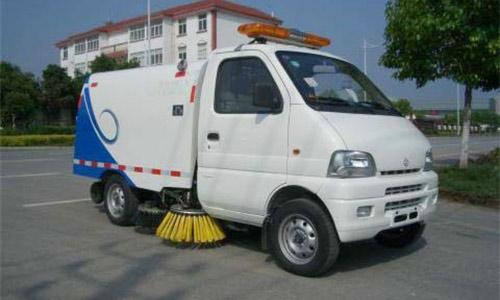 汽油扫路车