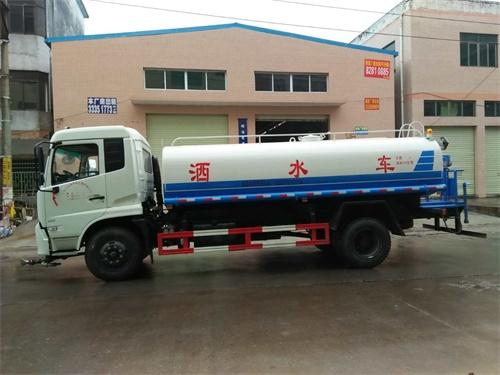 东风天锦8吨洒水车
