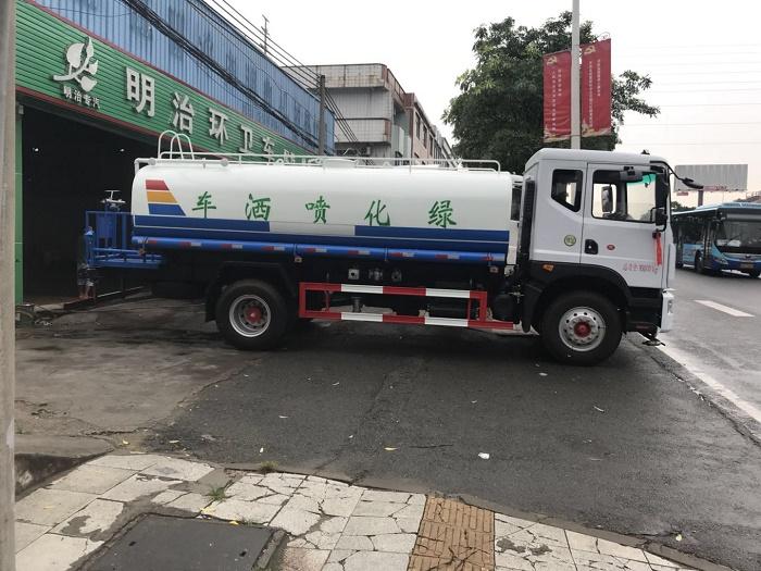 綠化噴灑車