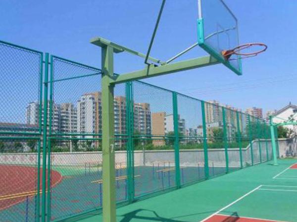 球场护栏施工