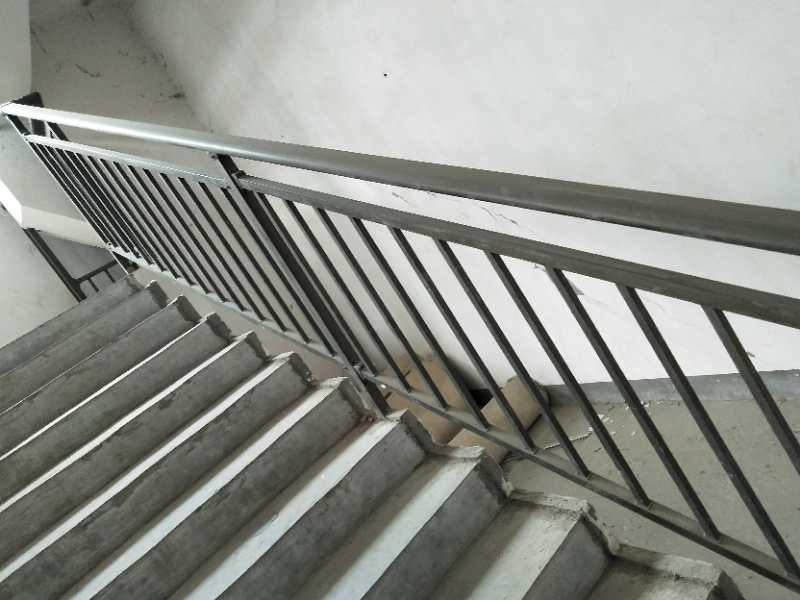 遵义铁艺楼梯护栏