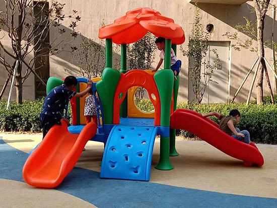 室外儿童滑梯