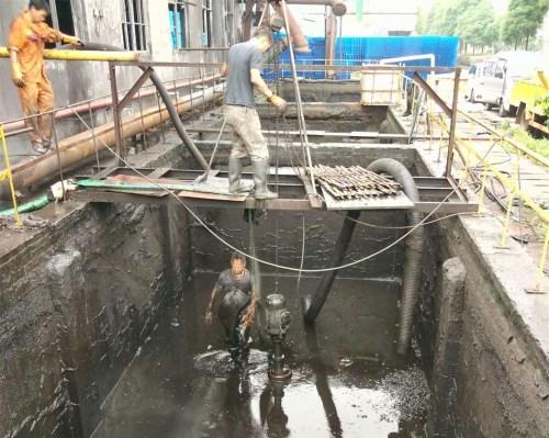 汉口污水池淤泥清理