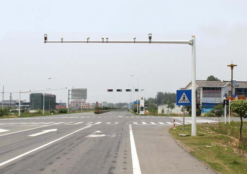 道路监控杆