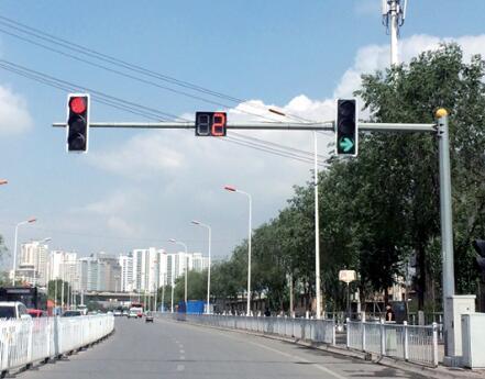 路口红绿灯灯杆