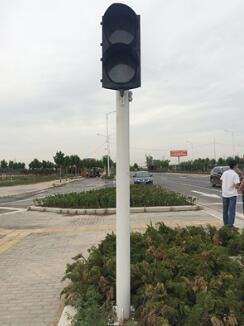 红绿灯交通信号杆