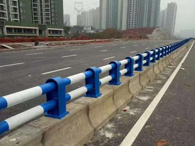 防撞栏杆现场图片