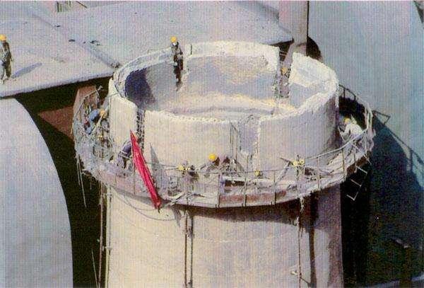 150米水泥烟囱人工拆除
