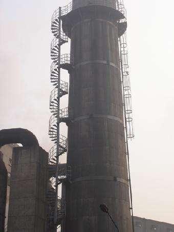 云和县240米钢混结构烟囱安装爬梯护网平台维修