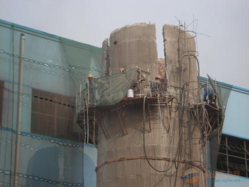 80米水泥烟囱人工拆除