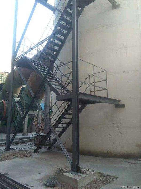 温州市180米烟囱安装爬梯,平台,护网,避雷针,航标灯,烟囱维修