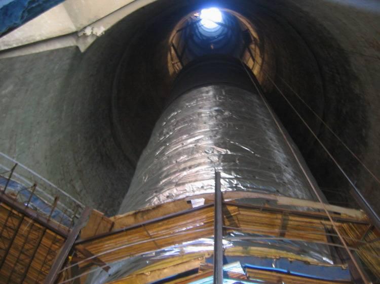 湖南省210米水泥烟囱内壁脱硫防腐工程