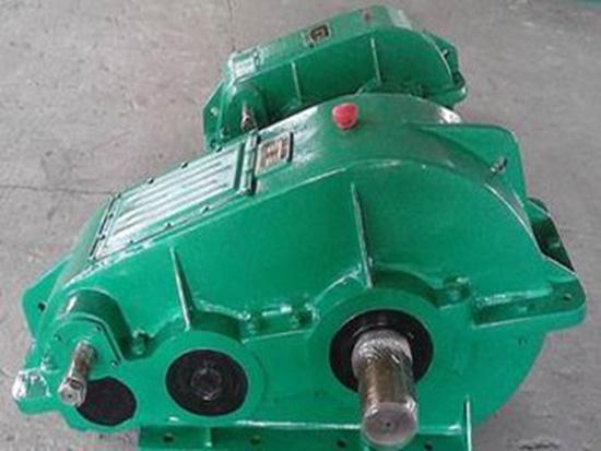 ZQD型臥式圓柱齒輪大傳動比減速機