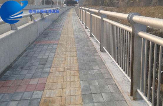 镀锌桥梁护栏