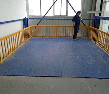货梯导轨式升降机