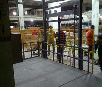机场用货梯