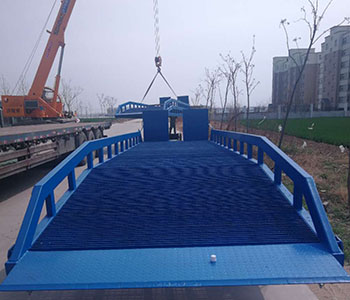 移动式液压登车桥