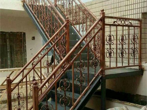 贵阳铁艺楼梯护栏