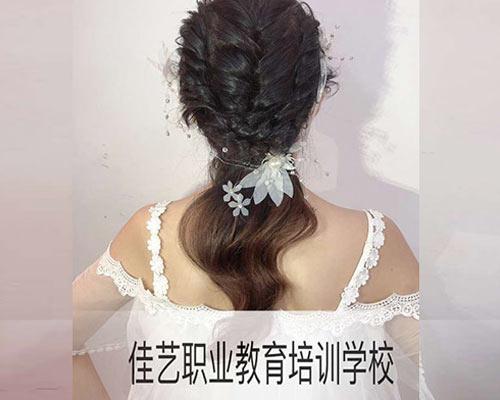 黑龙江美发学�? width=