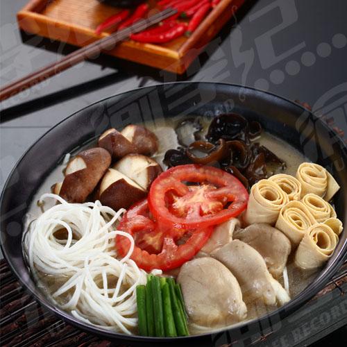 山珍菌菇火锅米线