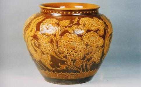 均陶堆花罐