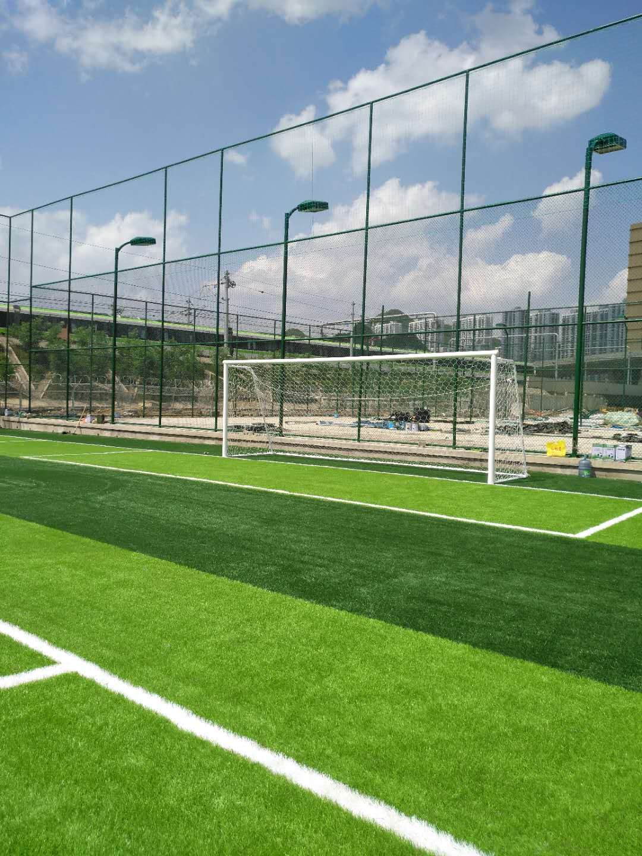 人造草足球场