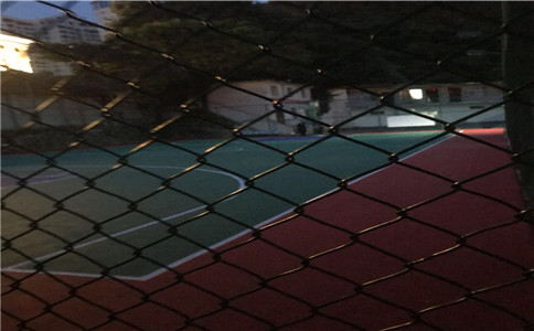 篮球球场边围网
