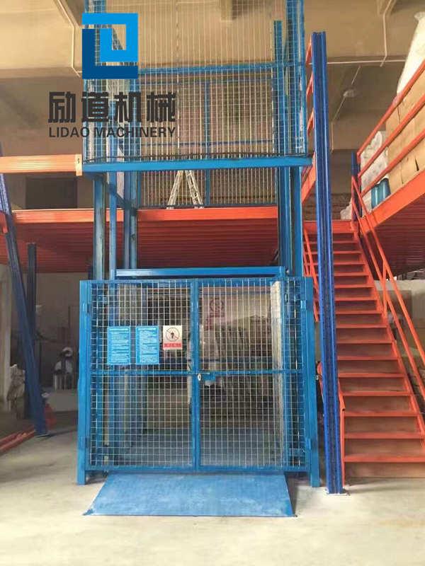 轨道式液压升降机货梯