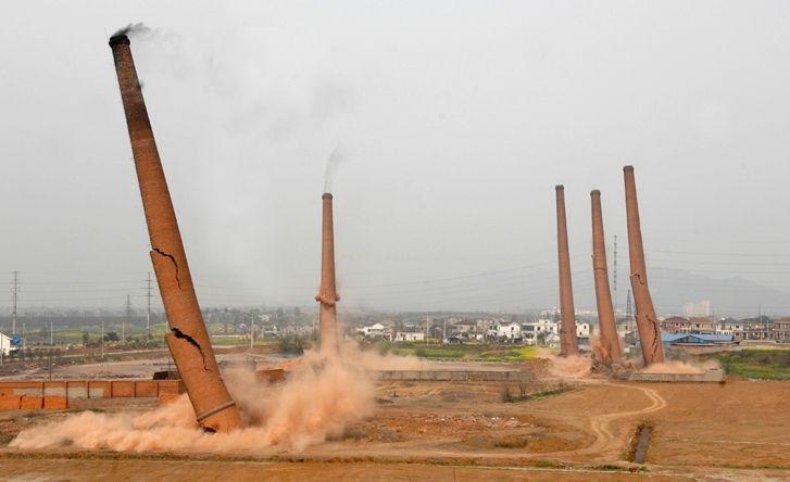 废弃砖烟囱拆除