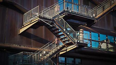 户外铁艺楼梯