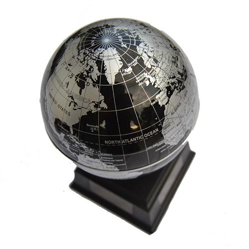 黑色地球仪
