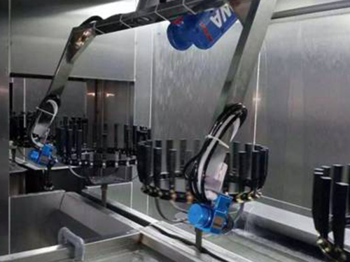 台链式输送机器人跟踪喷涂