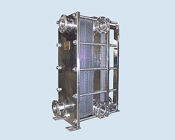 带中间隔板双支撑板式换热器