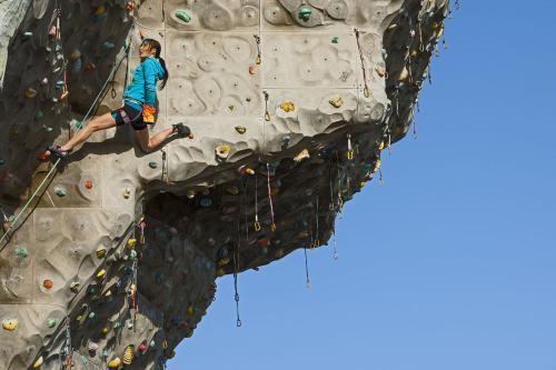 贵州攀岩墙定制