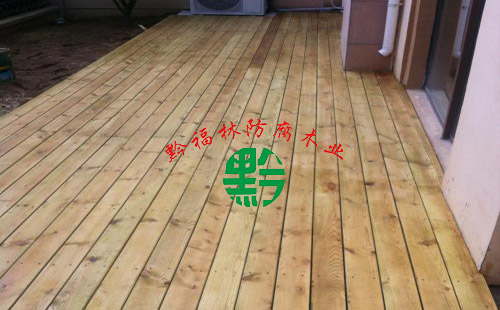 防腐木地�? title=