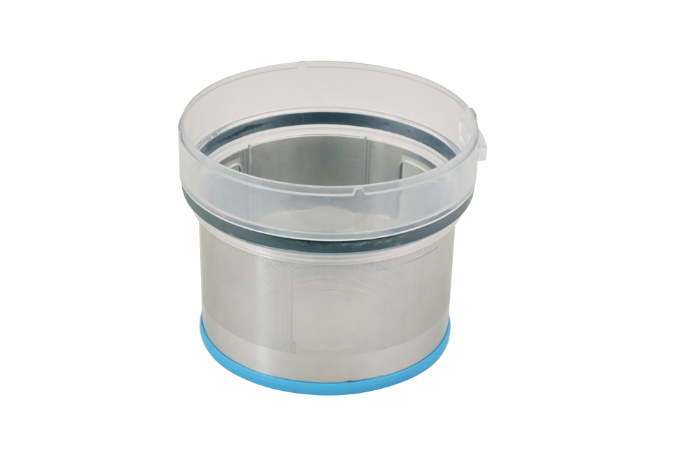 Vacuum cleaner filter with plastic injection