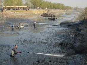 闸门水下清淤施工