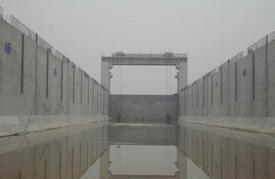 水电站闸门水下清淤