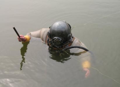 水下检修闸门
