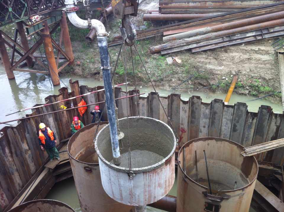 圍堰水下混凝土封底